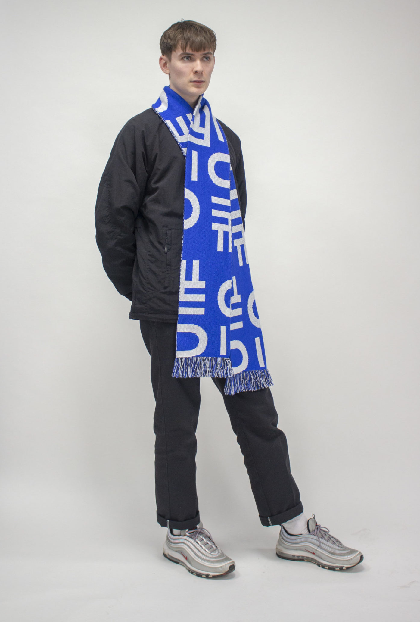 Tom Full Shot Scarf 002